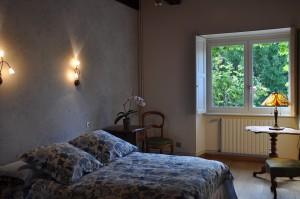 Chambre au couleur bleue, assez sobre mais traditionnel